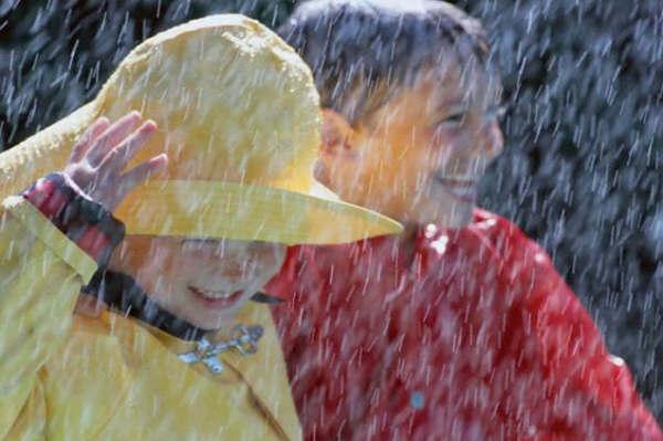 Meninos à chuva